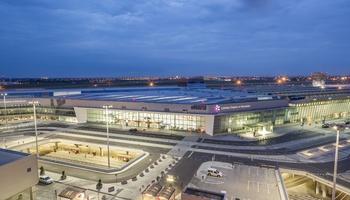 parking przy lotnisku Warszawa