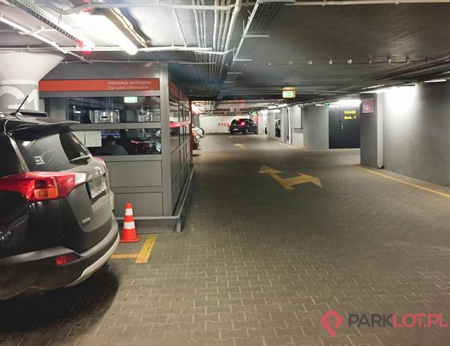 zdjęcie Oficjalny Parking Lotniska P2 parking Okęcie